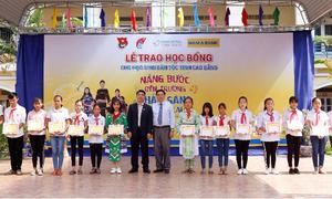 Nam A Bank dành 120 suất học bổng cho học sinh dân tộc thiểu số Cao Bằng