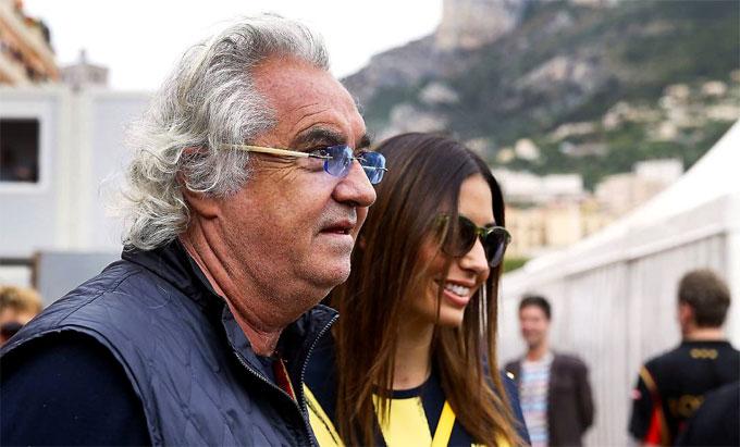Tỷ phúFlavio Briatore có bạn gái mới ngoại hình giống vợ mới ly dị