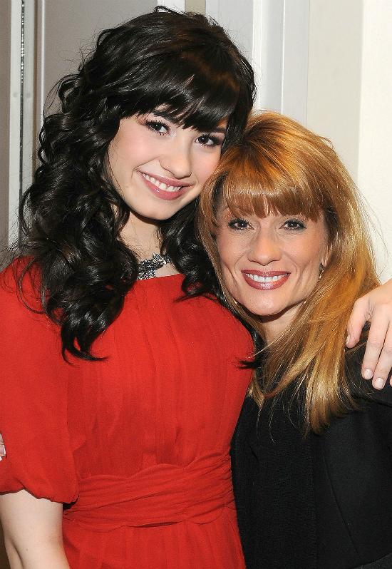 Demi Lovato và mẹ.