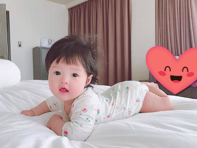 Thiên thần nhỏ của Hoa hậu Đặng Thu Thảo hiện khoảng 6 tháng tuổi.