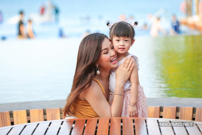 Á hậu Diễm Trang chơi đùa với con gái - 3