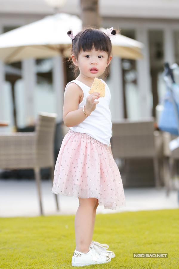 Á hậu Diễm Trang chơi đùa với con gái - 6