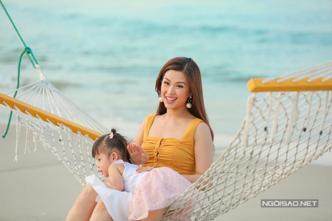 Á hậu Diễm Trang chơi đùa với con gái - 7