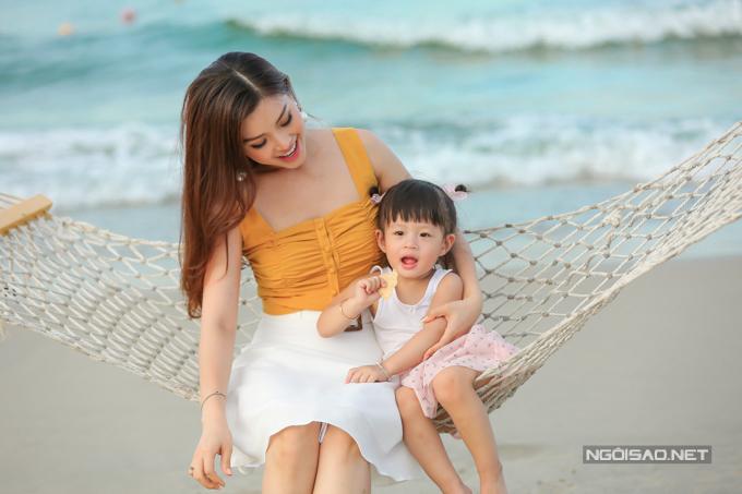 Á hậu Diễm Trang chơi đùa với con gái - 8