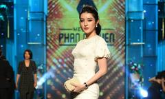 Huyền My diện đầm trắng tinh khôi dự show của Phan Nguyễn