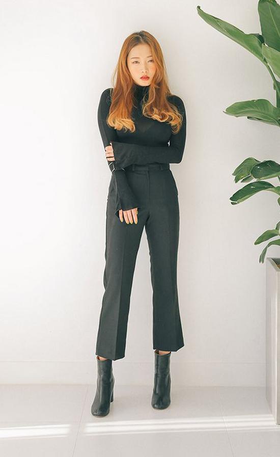 Ankle bốt được sử dụng để tạo điểm nhấn cho các set đồ hài hòa cùng không khí mùa thu như suit, váy ca rô, áo choàng, jeans cùng thun cổ lọ...