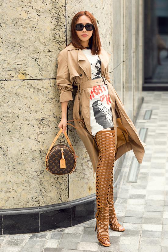 Với set đồ đậm chất thu đông, nữ diễn viên thể hiện phong cách cá tính không thua kém các fashionista của showbiz Việt.