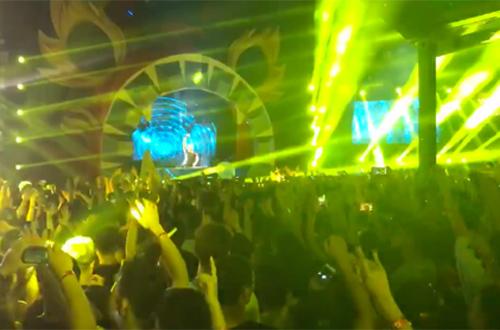 Lễ hội âm nhạc do công ty của Sơn tổ chức thu hút hàng nghìn thanh niên.