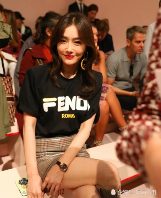 Tần Lam trên hàng ghế khách mời. Nữ diễn viên người gốc Thẩm Dương từng gây ấn tượng quanhiều bộ phim đình đám như Phong Vân 2, Tân Hoàn Châu Cách cách...