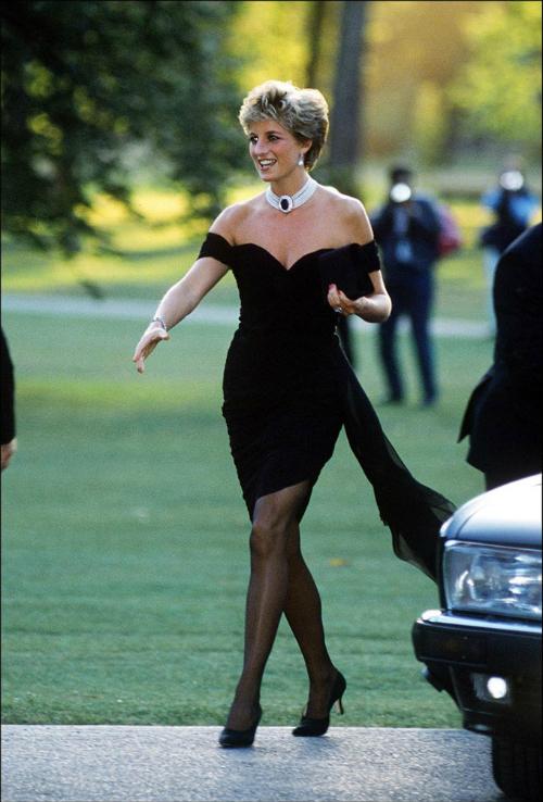 Những lần Diana chống đối lại các quy tắc của hoàng gia - 2
