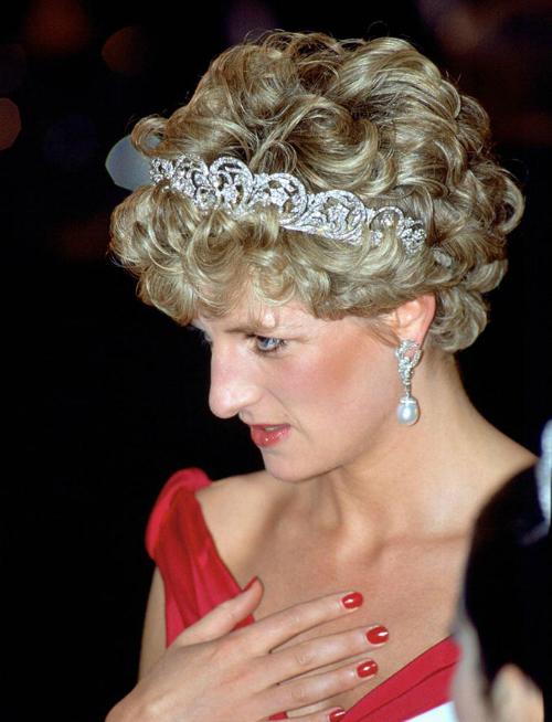 Những lần Diana chống đối lại các quy tắc của hoàng gia - 7