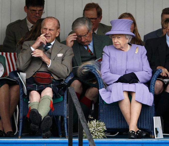10 khoảnh khắc xấu hổ muốn độn thổ của các thành viên hoàng gia Anh - 1