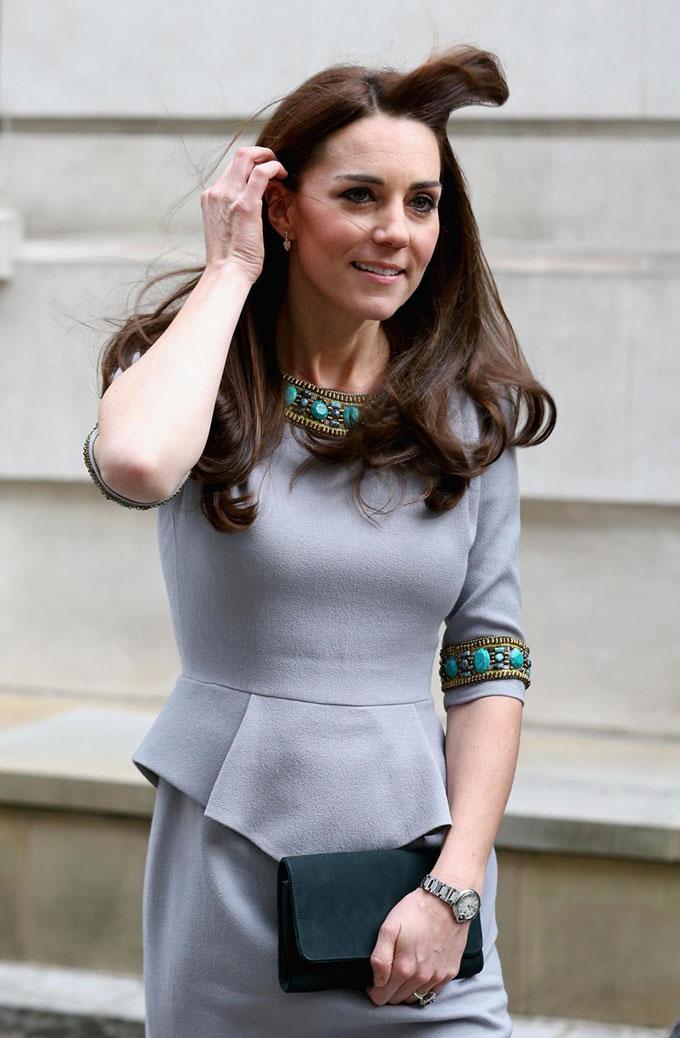 10 khoảnh khắc xấu hổ muốn độn thổ của các thành viên hoàng gia Anh - 5