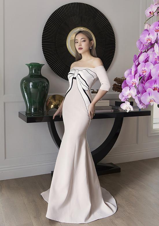 Thoát khỏi hình ảnh của một fashionista với những set đồ chất lừ, Châu Bùi mang tới điểm nhấn mới mẻ về cách xây dựng hình tượng mới trong bộ ảnh vừa thực hiện.