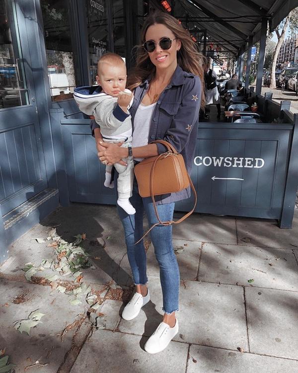 Anneli Bush là một beauty blogger có tiếng tại Anh. Tài khoản Instagram của cô có tới hơn 43 nghìn lượt theo dõi. Trong những chia sẻ về bí quyết làm đẹp sau sinh, Anneli tiết lộ cô từng dành 7 ngày để thanh lọc cơ thể bằng nước ép hoa quả.