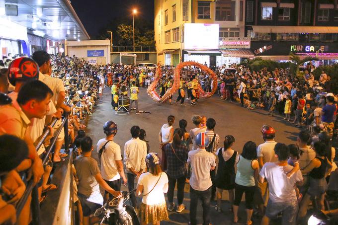 Đường phố Đà Nẵng kẹt cứng do múa lân Trung thu