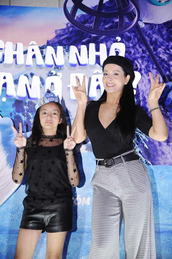 Vợ chồng Đan Lê, Thúy Hạnh đưa các con đi xem phim cuối tuần - 3