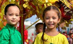 Nhóc tỳ nhà sao Việt hào hứng đi chơi Trung thu