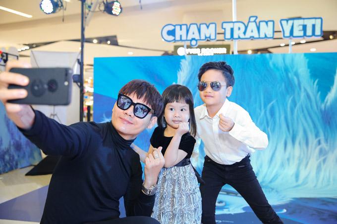 Vợ chồng Đan Lê, Thúy Hạnh đưa các con đi xem phim cuối tuần - 4