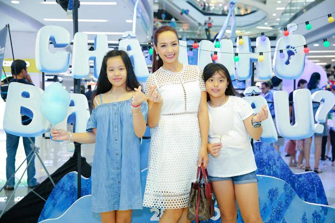 Vợ chồng Đan Lê, Thúy Hạnh đưa các con đi xem phim cuối tuần - 9