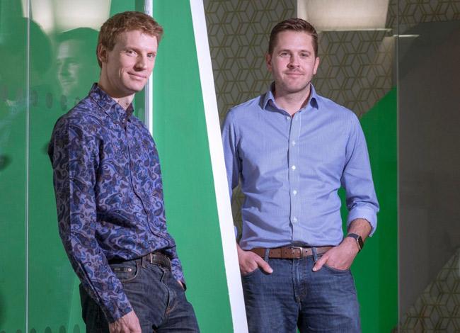 Andrew Hunter (trái) và Doug Monro (phải) là bạn thân từ năm 14 tuồi và cùng nhau sáng lập startup Adzuna năm 28 tuổi. Ảnh: BBC.