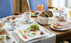 Vì sao khách sạn thường phục vụ bữa sáng miễn phí