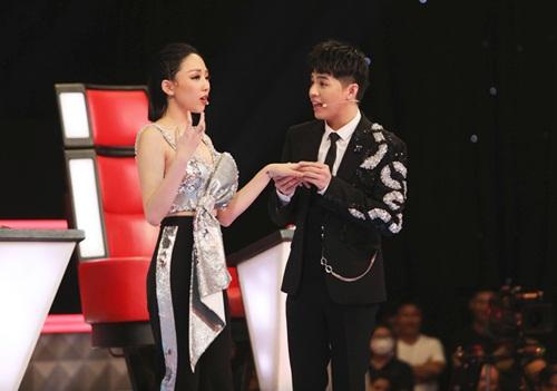 Bộ đôi giám khảo Giọng hát Việt 2018 - Noo Phước Thịnh và Tóc Tiên -có dịp tái hợp trong đêm nhạc FWD Music Fest. Ban tổ chức cho biết họ sẽ khiến khán giả bất ngờ với những màn trình diễn đặc sắc.