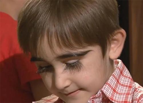 Cậu bé 11 tuổi có cặp lông mi dài nhất nước Nga