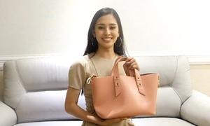 Khám phá túi: Hoa hậu Tiểu Vy chỉ mang vài chục nghìn trong ví mẹ tặng