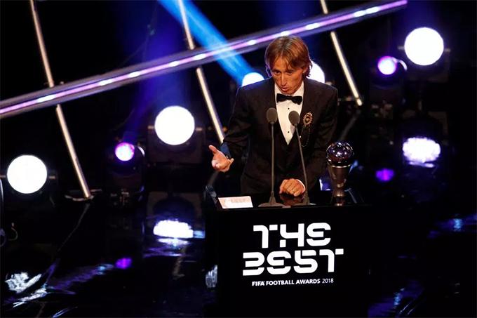 Tối 24/9, giải thưởng FIFA tổ chức lễ trao giải The Best 2018 tại London, Anh. Luka Modric được xướng tên cho danh hiệu Cầu thủ nam hay nhất năm với 29,05% phiếu bầu, vượt qua C. Ronaldo (19,08%) và Salah (11,23%).