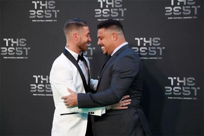Ramos tươi cười chào hỏi Ronaldo Béo.
