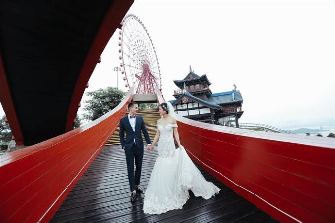 Cây cầu màu đỏ này từng xuất hiện trong phân cảnh tỏ tình của nhân vật Bình (Anh Tuấn đóng) và Ngân (Hạ Anh thủ vai) trong bộ phim truyền hình Cả một đời ân oán.