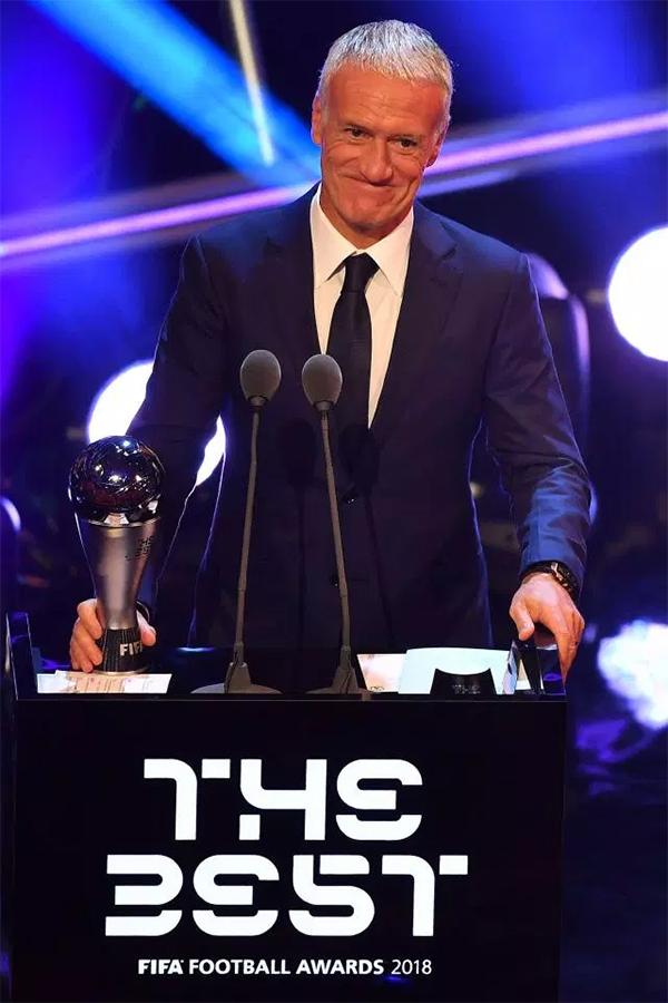 HLV Deschamp giành danh hiệu HLV của năm khi đưa tuyển Pháp giành chức vô địch World Cup 2018.