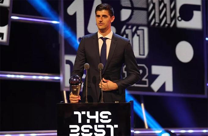 Thủ thànhThibaut Courtois vượt quaHugo Lloris và Kasper Schmeichel đoạt danh hiệu Thủ môn hay nhất năm.