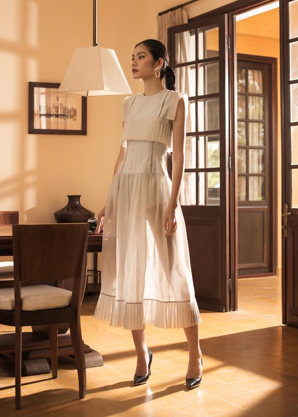 Những chất liệu sinh ra cho thời trang cao cấp như organza và ren xuất hiệnxuyên suốt trong bộ sưu tập.
