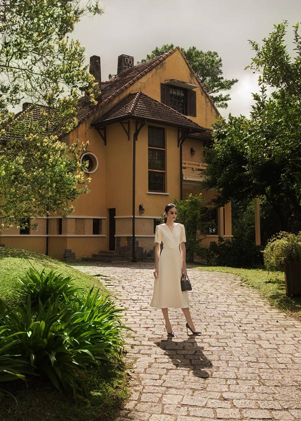 Bộ sưu tập không chỉ cho thấy tầm quan trọng của các chất liệu, phom dáng, kỹ thuật mà còn khẳng định sự sáng tạo trong kiểu dáng của Decos.Xem thêm các mẫu thiết kế trong bộ sưu tập Pre-Fall 2018 - Le Jardin Sauvage lần nàytại facebook.com/decosoriginal.