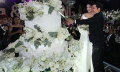 Bánh cưới treo trên không của Trường Giang - Nhã Phương