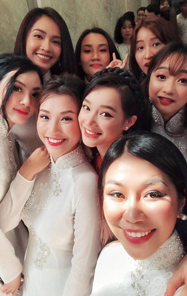 Tại lễ vu quy của Nhã Phương, một số bạn bè trêu đùa Ái Phương sẽ người tiếp bước nữ diễn viên Tuổi thanh xuân lên xe hoa.