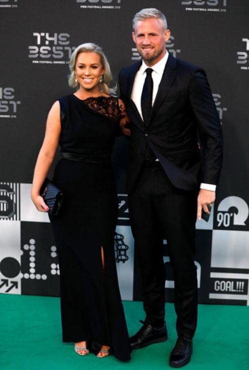 Con trai của anh là Kasper Schmeichel cũng đến với bạn gái.