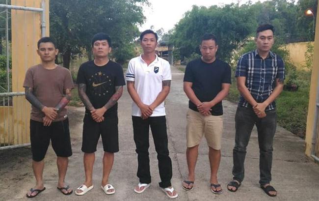 Từ trái qua Vi, Huy, Việt, Trường vàĐông. Anh:C.A.