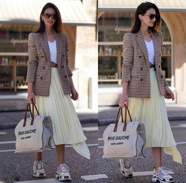 Bên cạnh cách diện trang phục đồng bộ về chất liệu và họa tiết, váy áo ca rô thường được mix với trang phục đơn sắc. Đây là cách phối đồ mang lại sự cân bằng về màu sắc và tránh làm rối loạn thị giác cho người đối diện.