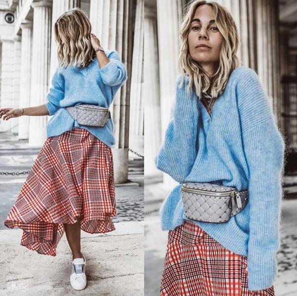 Khó lòng phủ nhận sức hút của các mẫu suit kết hợp vải ca rô, nhưng bên cạnh đó họa tiết hot trend cũng tạo ấn tượng không kém trên các kiểu chân váy xòe dáng rộng, váy xếp bèo, váy bất đối xứng.