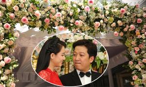 Đám cưới Nhã Phương trang trí bằng hoa hồng và cẩm tú cầu
