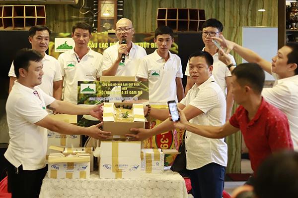 Giao dịch mua độc quyền gốc lan đột biến tại Đà Nẵng giá 6,8 tỷ đồng trưa 25/9. Ảnh: Nguyễn Đông.