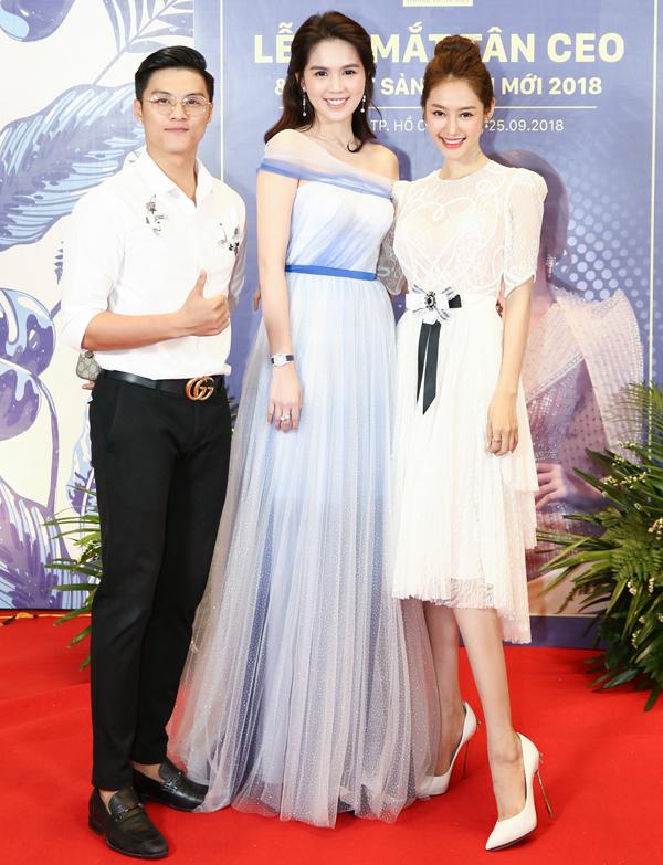 Cặp đôi Linh Chi - Lâm Vinh Hải sánh đôi tới chúc mừng Ngọc Trinh.