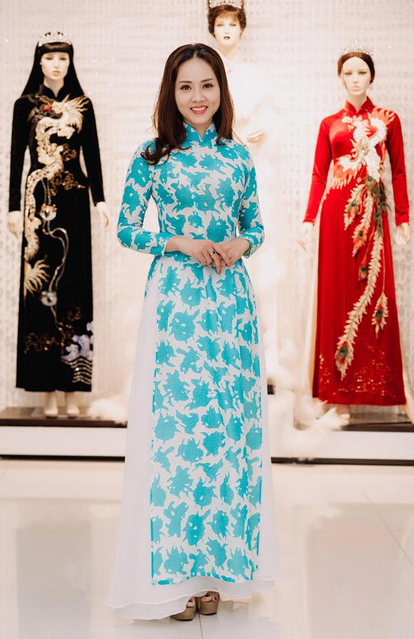 Ngọc Hà kém Công Lý 3 tuổi, từng tham gia cuộc thi Hoa hậu Du lịch 2008, năm Ngọc Diễm đăng quang. Cô đang là phóng viên mảng văn hóa của một tờ báo điện tử.