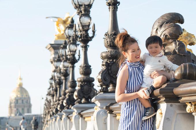 Vợ Đan Trường một mình đưa con trai du ngoạn châu Âu - 11