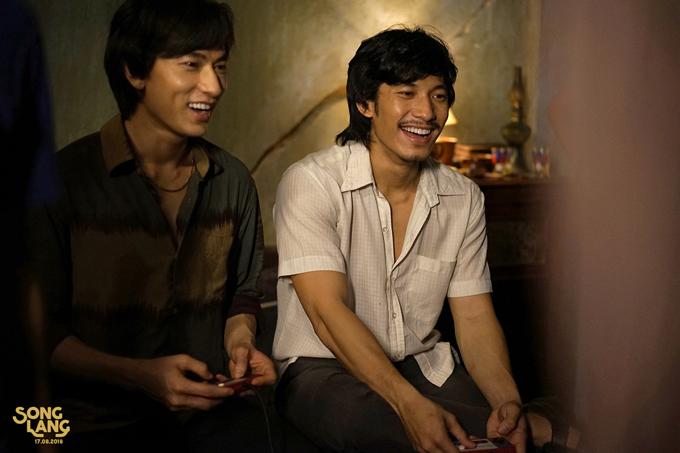 Isaac và Liên Bỉnh Phát trong một cảnh quay của Song Lang. Ảnh: Facebook