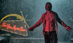 Chris Hemsworth gặp kiều nữ '50 sắc thái' trong phim kỳ bí