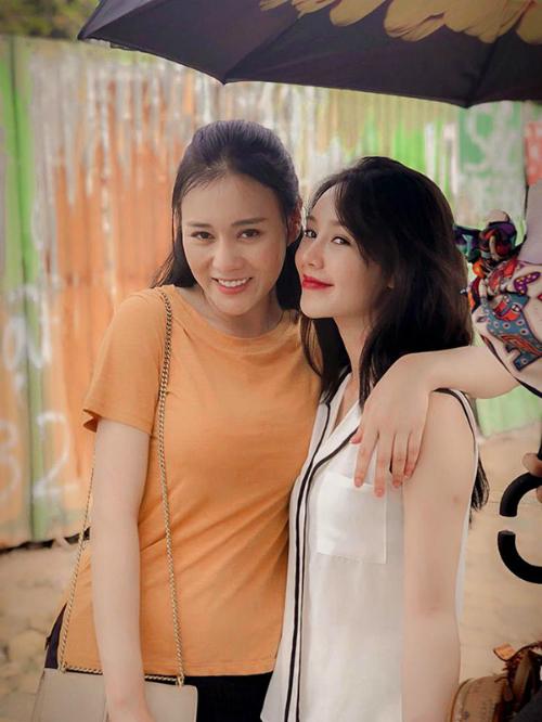 Đào có nhiều duyên nợ với Quỳnh, nhân vật chính của phim. Ở hậu trường, Quỳnh Kool khá thân thiết Phương Oanh.